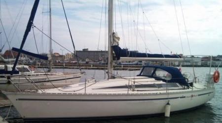 Sailing yacht Jeanneau
