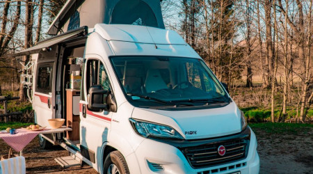 Van Fiat Ducato ready to travel tent on the roof