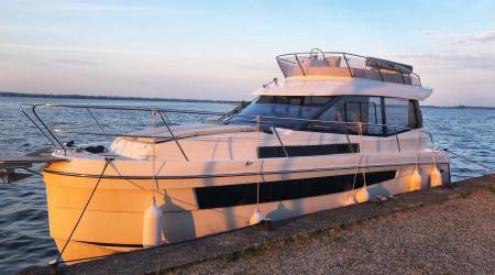 Platinum 989 Flybridge Houseboat 12m