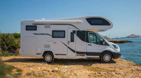 Benimar Sport 340 with an alcove