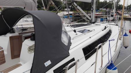 Practical sailing yacht Bavaria 37