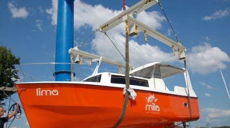 Safe motor yacht Weekend 820