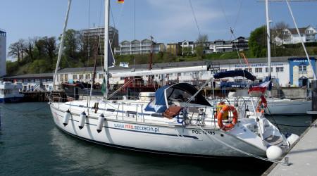 The unusual sailing yacht Bavaria 49