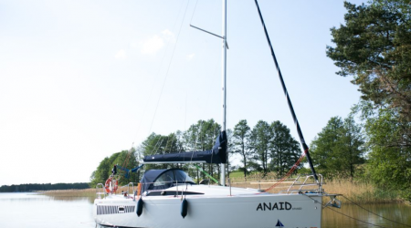 Easy to use, the B&G ANTILA 27 FAMILY with sonar