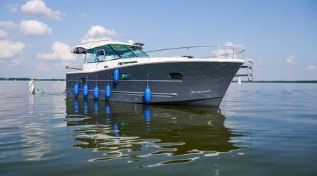 The perfect Nautika 1000 houseboat