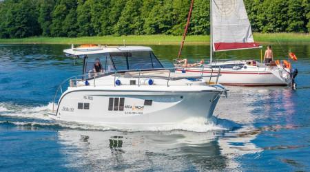 Stillo 30 ergonomic houseboat