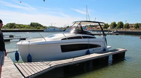 Modern motor yacht Balt Tytan 818 8 m