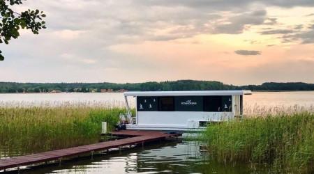 Modern houseboat Nomadream