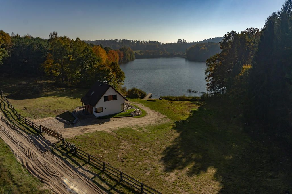 A house by the lake in Dąbie
