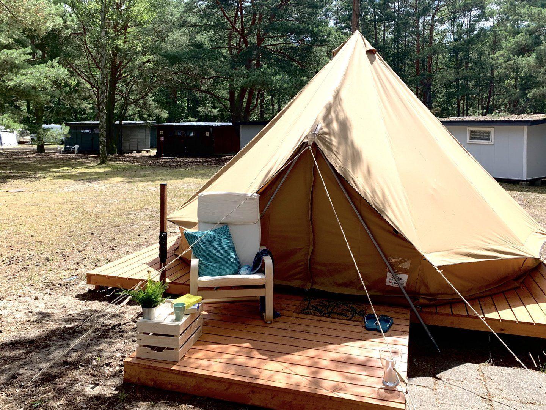 Namiot Bell Tent nad morzem