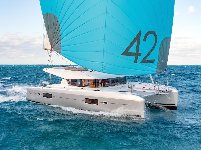 Catamaran Lagoon 42 - White Waves